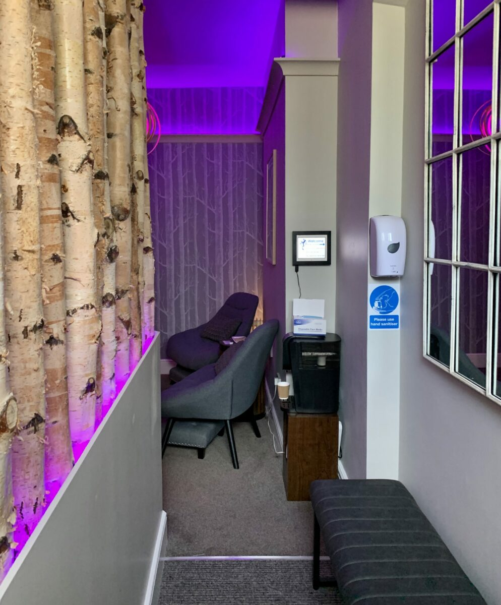 Relaxing lighting and ambience in the waiting and relaxation area
